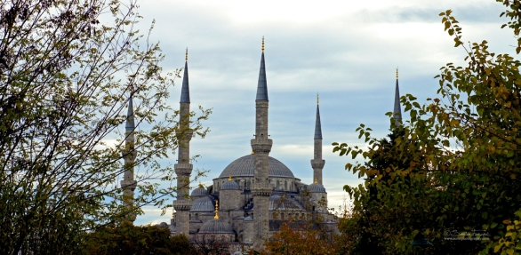 The Sultan Ahmed Mosque has one main dome, six minarets, and eight secondary domes.