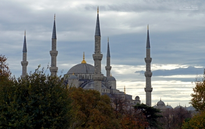 The six minarets were a matter of contention and a first, since four minarets were the common maximum.