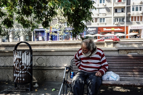 Inequality Watch estimated in 2010 that more than 21% of romanians live under poverty line, with a poverty rate at 60% of the average income and almost 10% under the poverty line with a poverty rate of 40% of the average income.